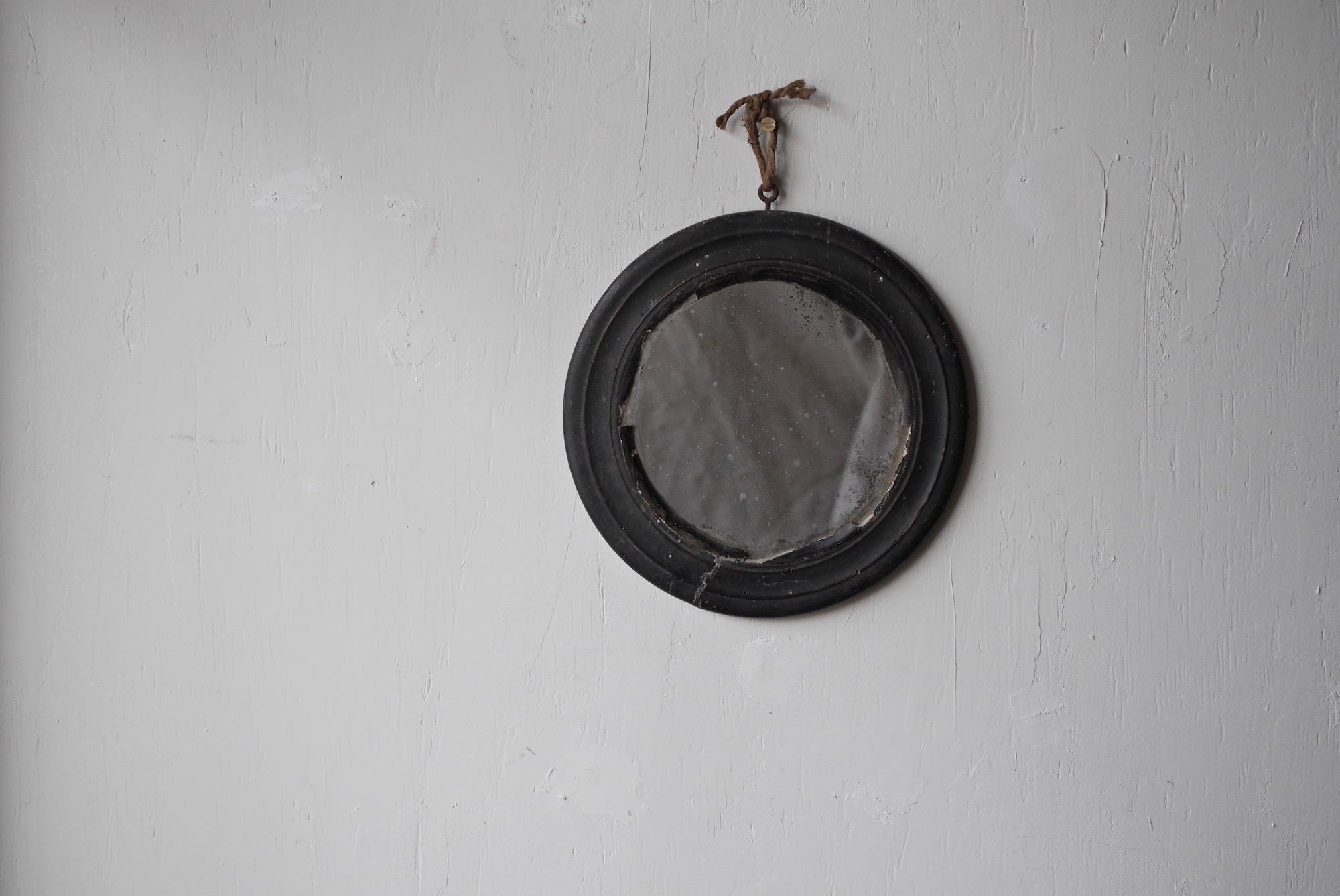 round mirror a